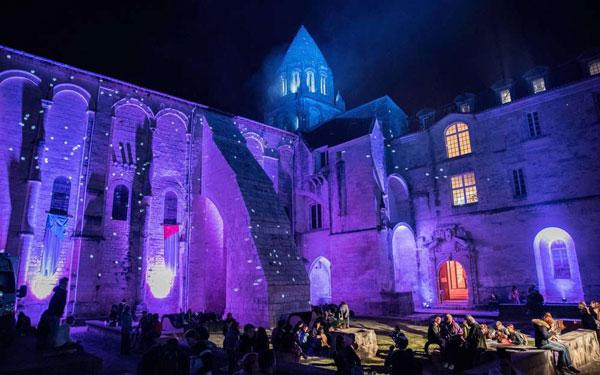 Chauffeur pour événementiel et festival à Saintes, Cognac, La Rochelle...
